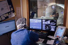 Psychoza może być powikłaniem po COVID-19. Lekarz: Pacjent twierdził, że wylądowali kosmici i zbliża się koniec świata