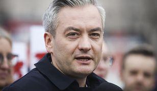 Wybory 2020. Robert Biedroń wysłał Jackowi Sasinowi fakturę na 68 mln. Stawia mu warunek