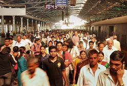 Wybuch paniki na stacji kolejowej w Indiach. Są ofiary