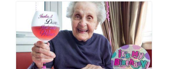 Wino, papierosy, banany. Recepta 102-latki na długowieczność