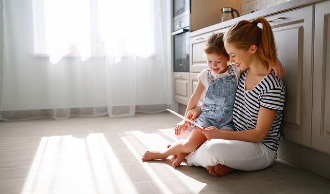 O tym, jakie płytki na podłogę w kuchni sprawdzą się najlepiej, decydują przede wszystkim parametry wnętrza