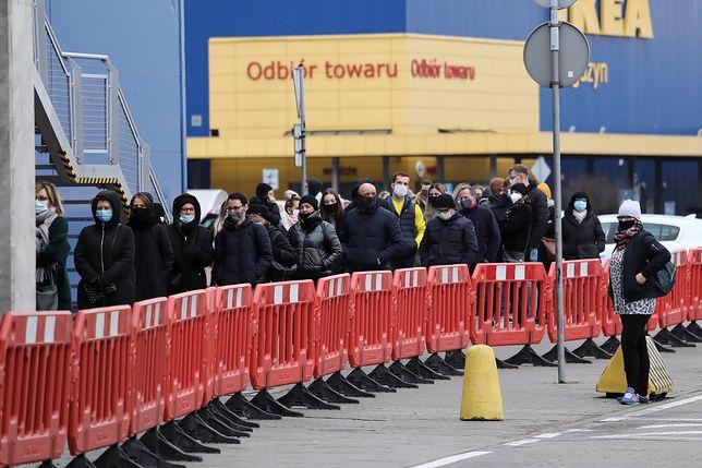 Otwarte sklepy meblowe, w tym IKEA
