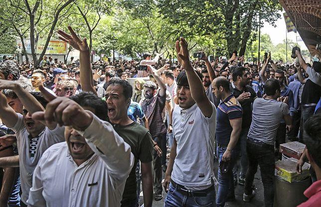 Kupcy z Wielkiego Bazaru w Teheranie protestują przeciwko polityce rządu Iranu