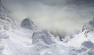 Turyści często wchodzą zimą na Śnieżkę bez odpowiedniego przygotowania