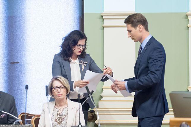 Prezydent Gdańska Aleksandra Dulkiewicz i Kacper Płażyński (wówczas radny) podczas sesji gdańskiej rady miejskiej w czerwcu 2019 r.