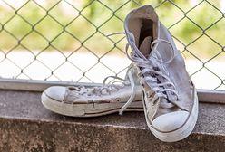 Banalnie prosty sposób na doczyszczenie białych butów. Będą jak nowe