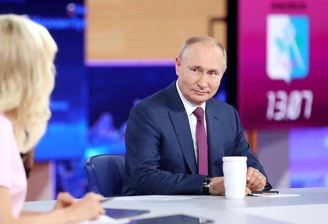 """Władimir Putin zaszczepiony Sputnikiem V. """"Gorąca linia"""" z prezydentem Rosji"""