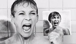 """""""Królowa krzyku"""" pod prysznicem ze zdjeciem mamy z kultowej sceny z filmu """"Psychoza"""""""