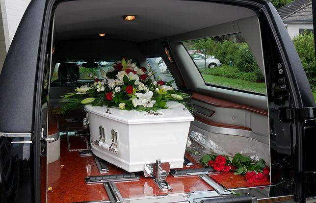 Zrezygnowała z usług księdza. Pogrzeb świecki nie jest jednak ucieczką od gigantycznych kosztów