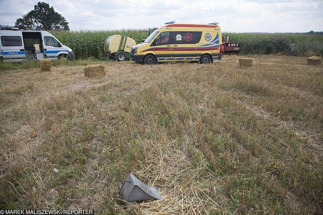 Wypadek podczas prac na polu. 81-latek zwoził zboże