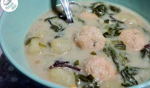 Zupa ze szpinakiem i klopsikami. Sycące danie na chłody