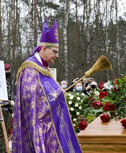 Prowadził pogrzeb Krawczyka. Powiedział wprost, co myśli o jego synu