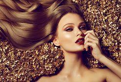 Włosy pełne blasku nawet miesiąc po farbowaniu. Poznaj sekrety pielęgnacji