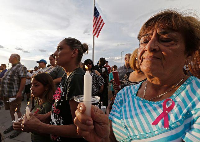 """Zamach w El Paso był motywowany rasistowską narracją o """"inwazji"""" imigrantów."""