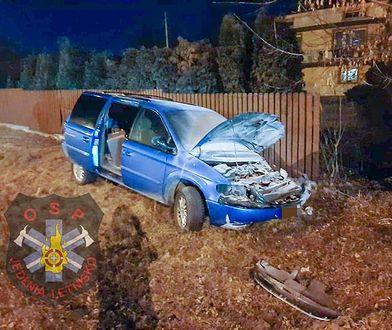 Groźny wypadek koło Radomia. Strażacy musieli uwolnić kierowcę z auta