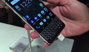 Blackberry uderza w Facebooka