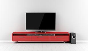 Szafka RTV może zmieścić telewizor, kino domowe oraz książki lub płyty
