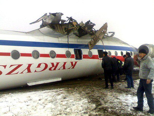 Tu-134 wpadł w poślizg, przewrócił się i zapalił
