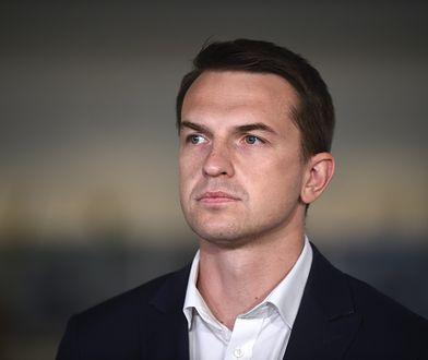 Adam Szłapka złożył do prokuratury zawiadomienie na polskich biskupóów