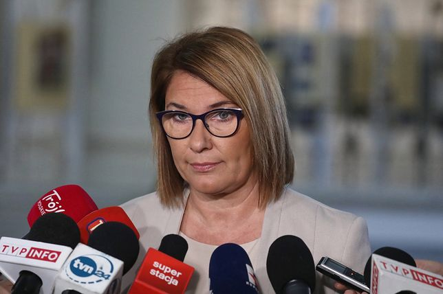 """Beata Mazurek powiedziała, że jest """"zniesmaczona"""" zachowaniem prezydenta Legionowa"""