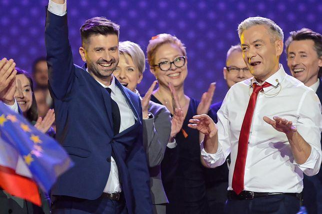 Przemysław Stefaniak z młodzieżówki partii Roberta Biedronia twierdzi, że był mobbingowany
