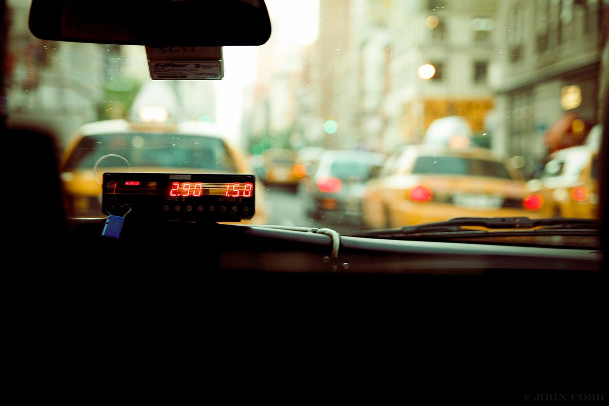 Szczepienia na COVID. Pismo ws. taksówkarzy do Ministerstwa Zdrowia