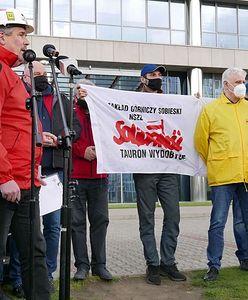 Katowice. Samochodowy protest związkowców Taurona. Spowolniony ruch na Chorzowskiej