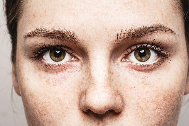 Zadbana skóra pod oczami sprawi, że będziesz wyglądać młodziej
