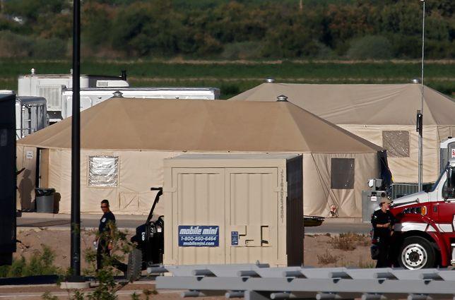 Prowizoryczny obóz dla dzieci migrantów w Tornillo w Teksasie