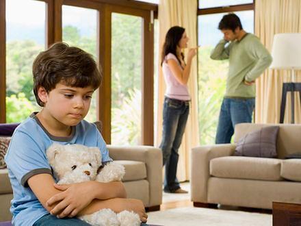 Wiek dziecka w momencie rozwodu wpływa na późniejsze relacje