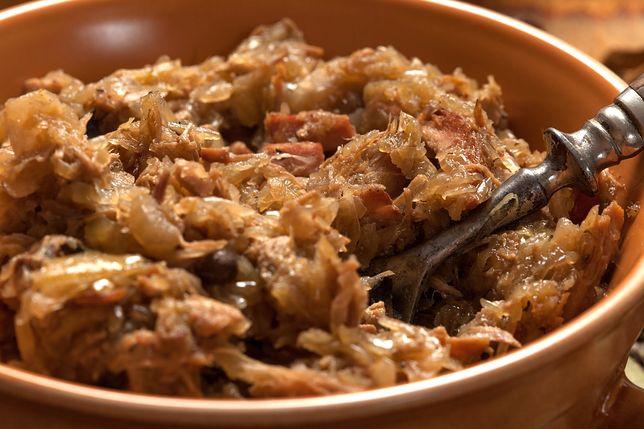 Bigos to jedno z najbardziej charakterystycznych dań dla polskiej kuchni - poznaj przepisy na bigos