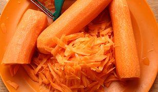 Surówka z marchewki i jabłka. Ekspresowy dodatek do obiadu