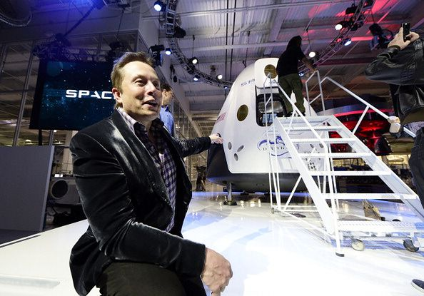 Elon Musk pokazuje wnętrze prototypu Starship