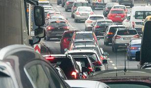 Zanieczyszczenie powietrza w wielu dużych miastach przekracza akceptowalne normy.