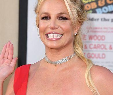 """Britney Spears w samych butach i majtkach. """"Taka się urodziłam, naga"""""""