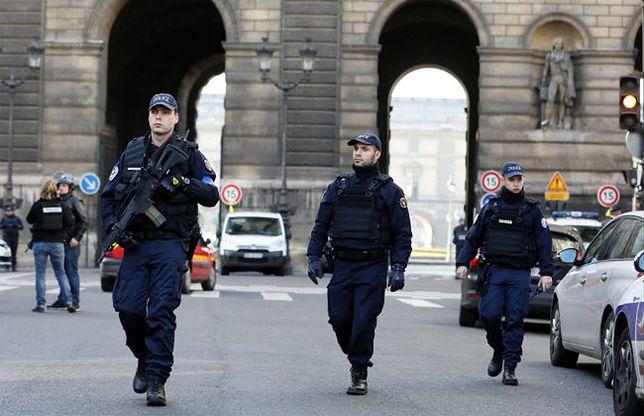 Zamachowiec z Paryża ma 29 lat. Wjechał do Francji dzięki turystycznej wizie