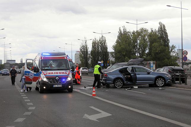 Zderzenie 7 aut na moście Łazienkowskim w Warszawie. Są ranni
