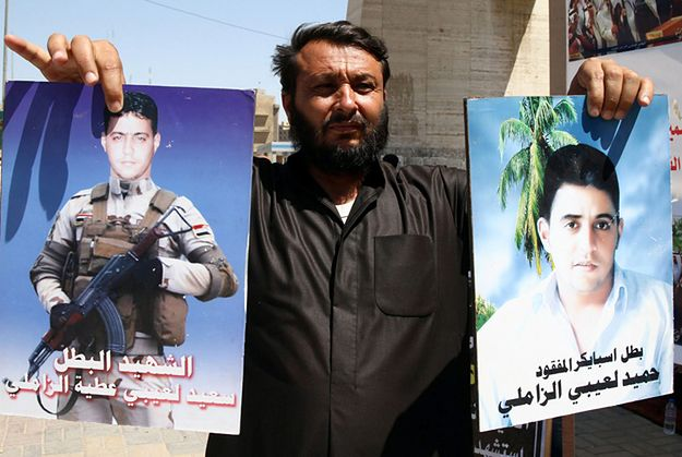 Demonstracja w Bagdadzie. Zdjęcie irackich żołnierzy zabitych przez dżihadystów
