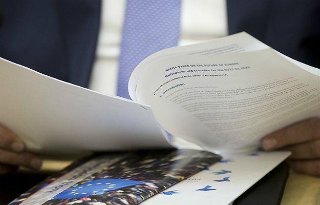 """Szef KE Jean-Claude Juncker zaprezentował europosłom """"białą księgę"""""""