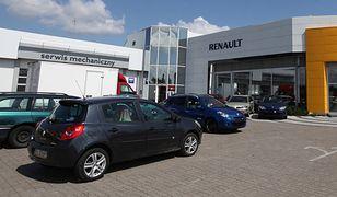 Polacy wstrzymują się z zakupem samochodu