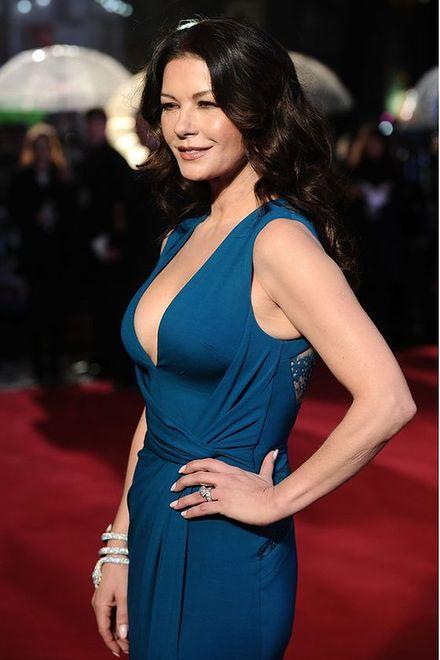 """Catherine Zeta-Jones na premierze filmu """"Dad's Army"""""""