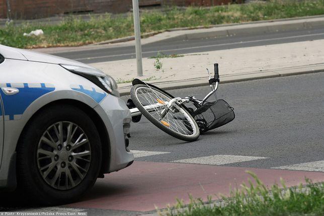 Mazowieckie. Rowerzysta potrącił pieszą na przejściu dla pieszych w Ołtarzewie