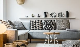 Nawet niepozorna sofa czy narożnik może ciekawie prezentować się w każdym wnętrzu