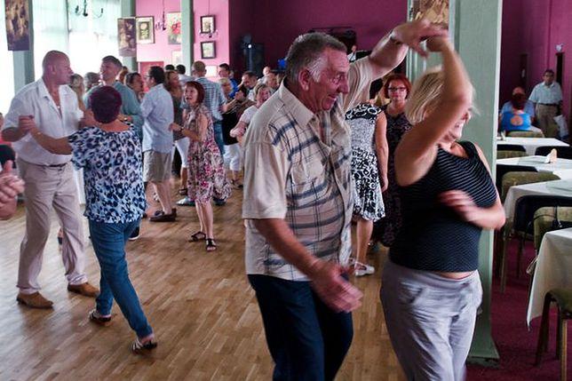 Polka w sanatorium – wyjazd po zdrowie czy miłość?