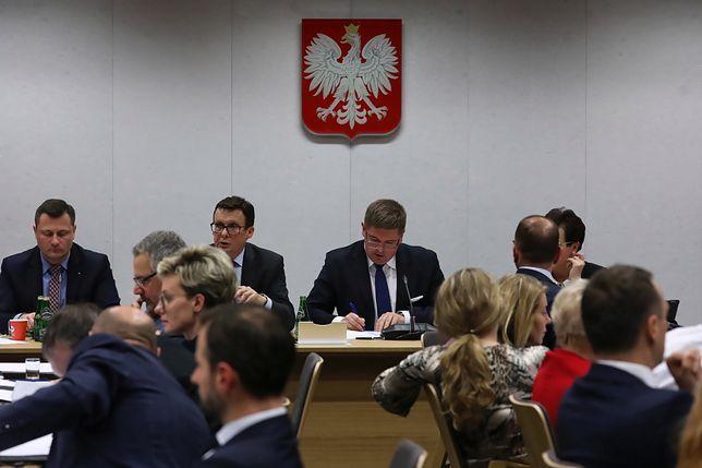 Przewodniczący sejmowej Komisji Sprawiedliwości Marek Ast i jego zastępcy: Tomasz Rzymkowski i Krzysztof Paszyk