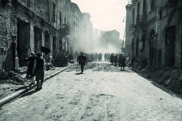 Niepublikowane dotąd zdjęcia powojennej Warszawy - zobacz