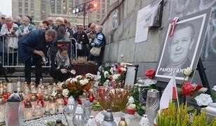 Spotkanie na Placu Defilad w Warszawie w październiku 2018 r. w rocznicę śmierci Piotra Szczęsnego