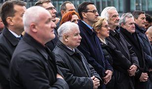 Politycy PiS podczas 114. miesięcznicy katastrofy smoleńskiej w Warszawie (zdj. arch.)