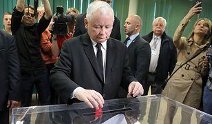 Jarosław Kaczyński głosuje w wyborach