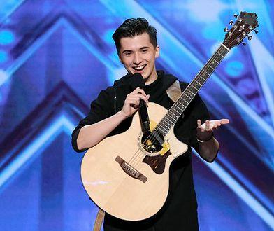"""Marcin Patrzałek zagrał na gitarze w amerykańskim """"Mam Talent"""". To najnowszy uczestnik 14. edycji tego programu."""